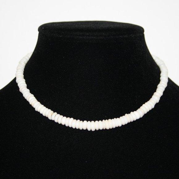 "Beautiful 14"" white shell necklace"